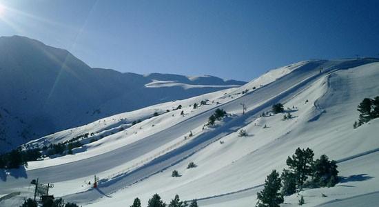 Los primeros balances de la temporada 2014-2015 denotan menos del 50% de esquiadores